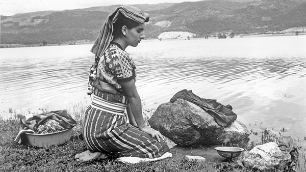 the hardships of peasant life in el norte by gregory nava Their father was murdered by the government for trying to organize peasants to resist el norte shows some of the hardships faced by immigrants gregory nava.